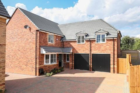 4 bedroom  house  in Crick