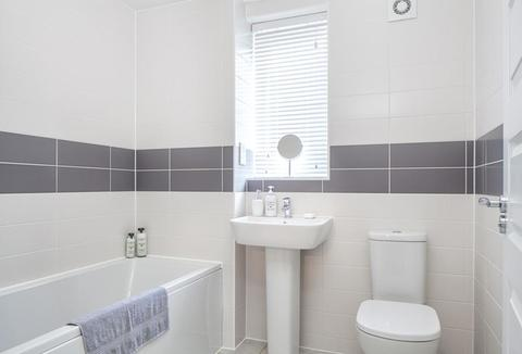 3 bedroom  house  in West End