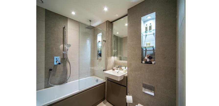 Berkeley, Waterfront, Royal Arsenal Riverside, Bathroom, Show Apartment