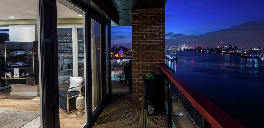 Berkeley, Royal Arsenal Riverside, Waterfront Show Apartment, Balcony