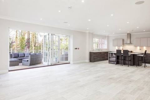 6 bedroom  house  in Sunningdale