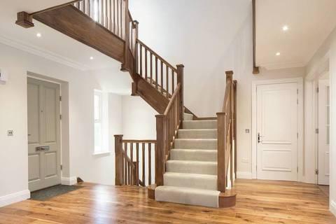 6 bedroom  house  in Sunningdale