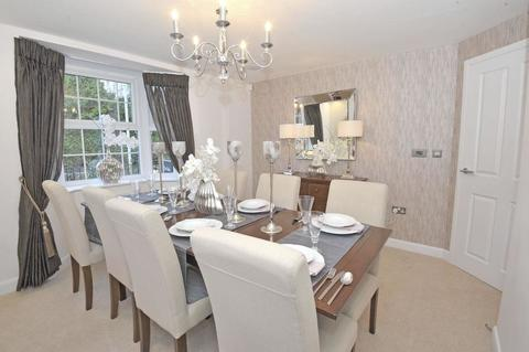 4 bedroom  house  in Long Itchington