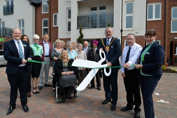 Mayor of Wolverhampton opens Algar Court