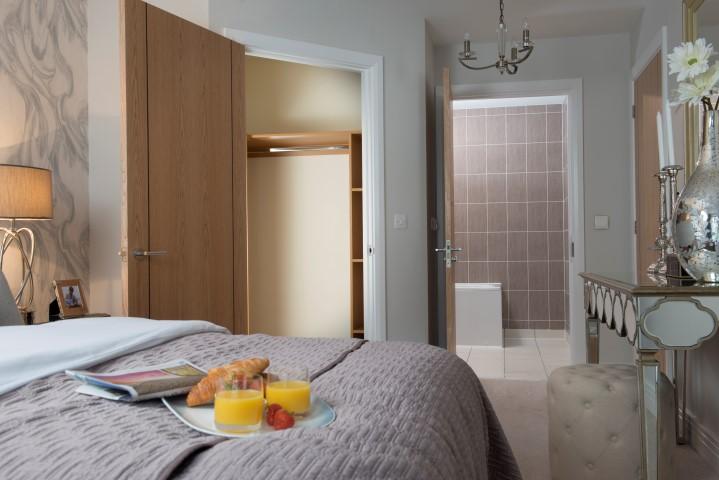 Bedroom showing en-suite