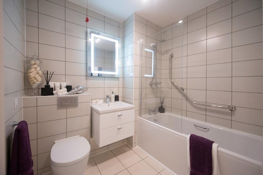 Two Bedroom Show Apartment - Master Bedroom En Suite