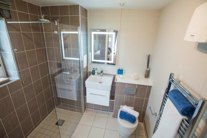 Greenwood Grove West - Typical Shower Room