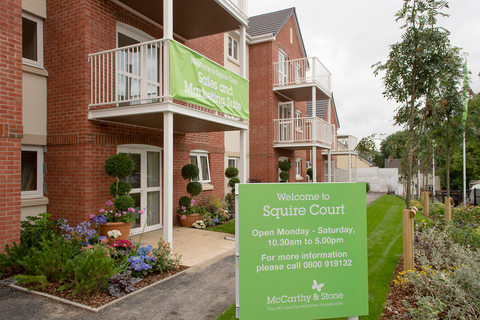 Squire Court in Meethe
