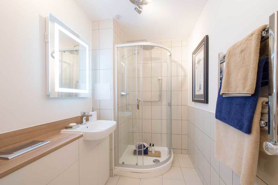 Fully tiled en-suite shower room