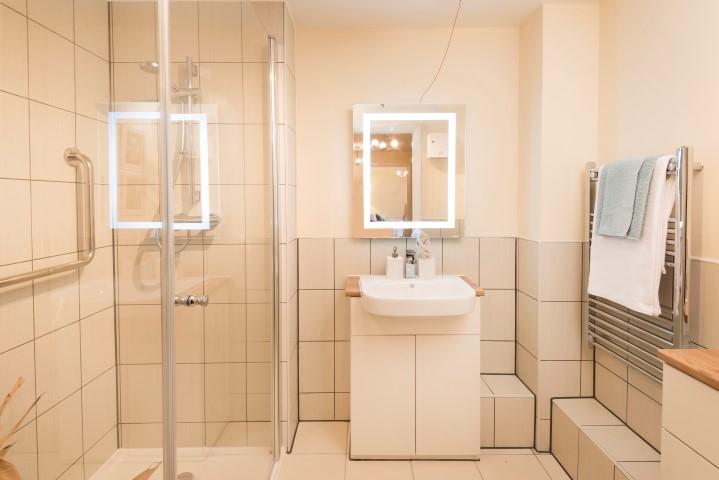 Show apartment Bathroom/Shower Room