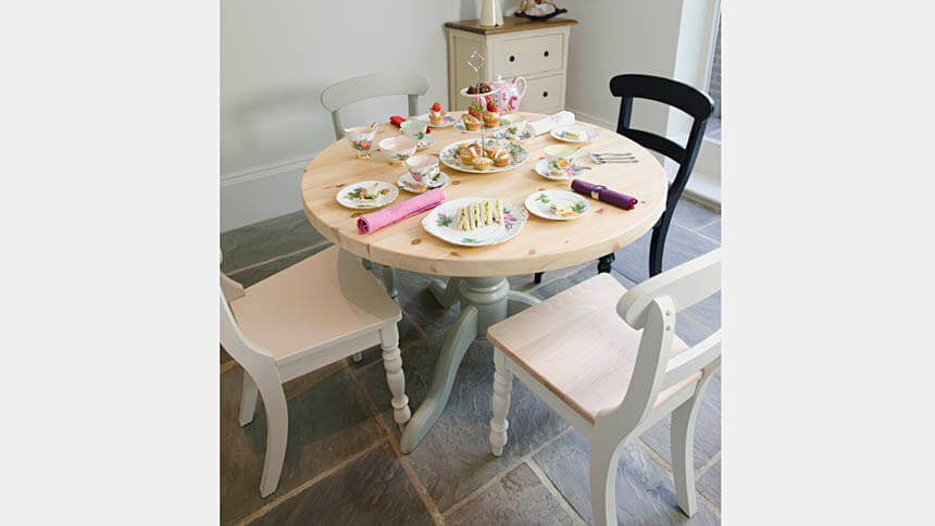 Round pedestal table, The Orchard