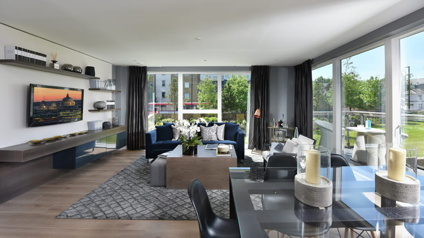 Combines open-plan living with London luxury