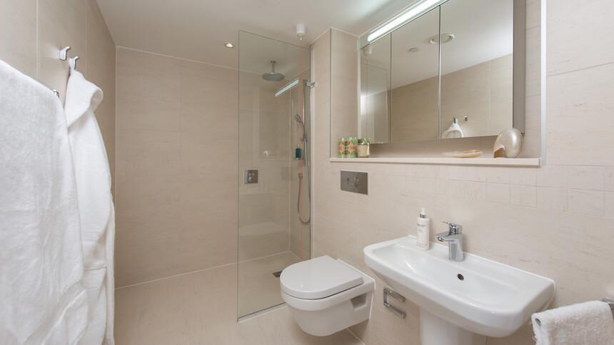 Battersea Place bathroom
