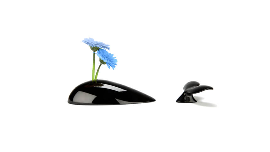 This Mobi vase is designed to look like a whale