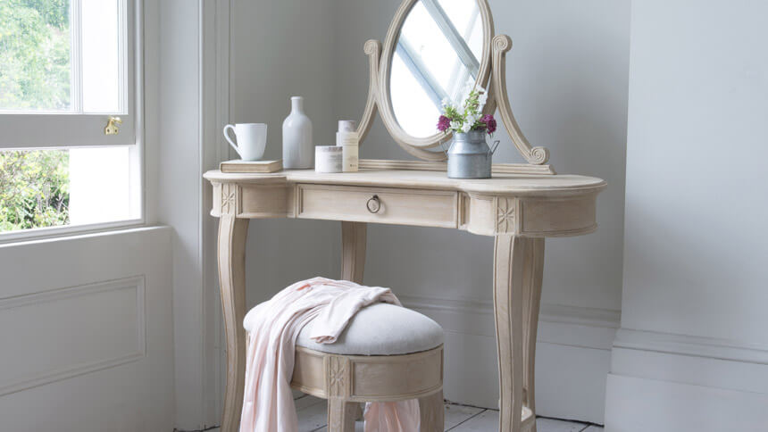 Nellie dressing table