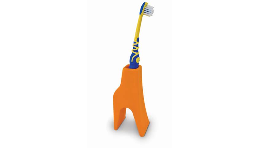 Ergonomically designed giraffe toothbrush holder