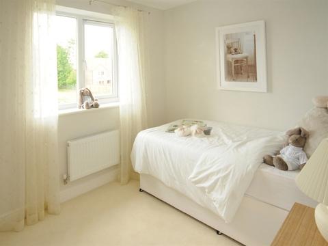 3 bedroom  house  in Kingswood