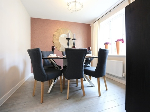 4 bedroom  house  in Clipstone Village