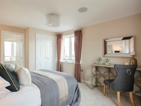 3 bedroom  house  in Oakenholt