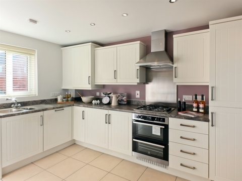 3 bedroom  house  in Leigh