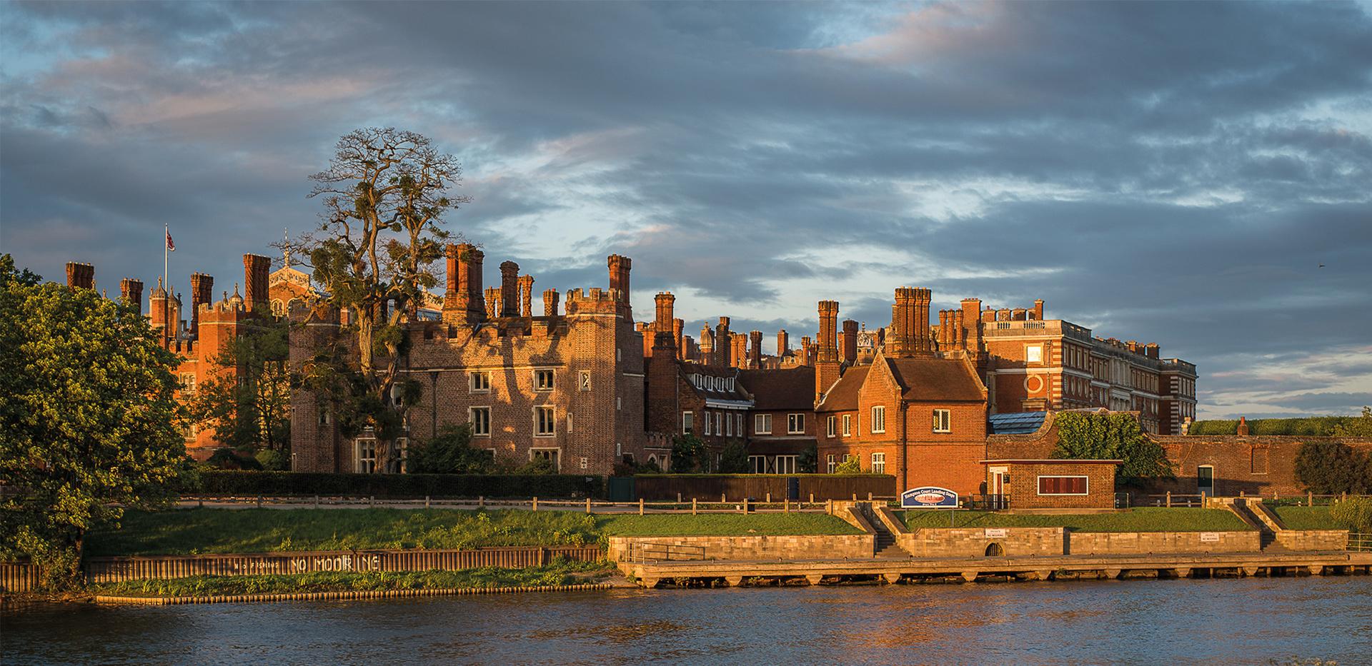 St James, Fitzroy Gate, Hampton court palace