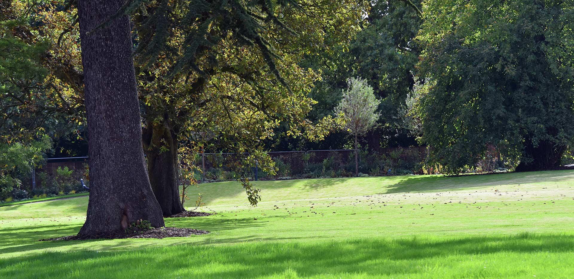 St James, Fitzroy Gate, Park, Exterior