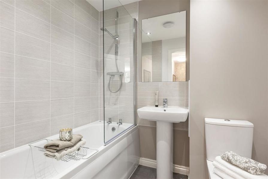 Walmley Croft Halton main bathroom 2