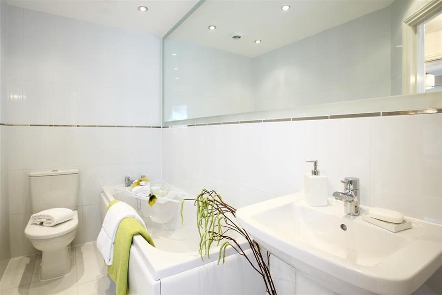 005 Bathroom